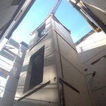 Neues Stahlbetontreppenhaus mit Aufzug