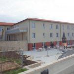 Abschluss Gebäude vor Fertigstellung der Außenanlagen
